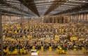 """Video: Bên trong nhà kho khổng lồ của """"đế chế"""" thương mại điện tử Amazon"""