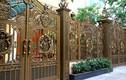 Zoom sát những cánh cổng sắt đẹp mê hồn trên phố Hà Nội