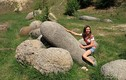 Hòn đá kỳ lạ cứ gặp mưa là lớn như thổi
