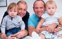 Kỳ quặc cặp song sinh có hai người bố khác biệt