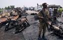 Khung cảnh tan tác tại hiện trường vụ nổ xe chở dầu ở Pakistan