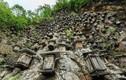 Bí ẩn hàng trăm hộp gỗ kỳ lạ trên vách đá dựng đứng