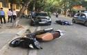"""Ảnh: Hiện trường ôtô """"điên"""" đâm liên hoàn hai xe máy ở Hà Nội"""