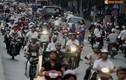 Người Hà Nội nghẹt thở đi trên đường Kim Mã ngăn đôi