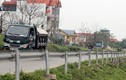Hoảng hồn dải hộ lan chờ gió lớn thổi đổ đè người ở Hà Nội