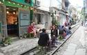 Công an xử lý quán cafe lấn chiếm...đường tàu ở Hà Nội