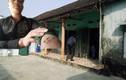 Hàng chục côn đồ táo tợn xông vào nhà dân chém người ở Hà Nội