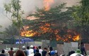Hiện trường vụ cháy dữ dội tại xưởng giày ở Triều Khúc, Hà Nội