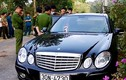 Khởi tố vụ gia đình chết lạ thường trong xe Mercedes