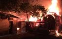 Hà Nội: Nhà xưởng cháy ngùn ngụt trong đêm, người dân ngủ không hay biết
