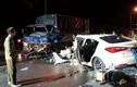 Hà Nội: Tránh tai nạn xe máy, hai ô tô đâm nhau kinh hoàng