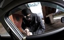 Tá hỏa mất trộm 2 tỷ đồng trong ô tô khi đi ăn sáng