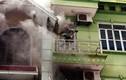 Leo thang phá cửa dập vụ cháy nhà 5 tầng ở Hà Nội
