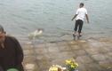 Hãi hùng thi thể nữ giới nổi lập lờ ở hồ Định Công