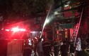 Hiện trường khủng khiếp cháy lớn ở Đê La Thành, 10 căn nhà thiệt hại