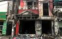 Sau tiếng nổ lớn, ngôi nhà cháy ngùn ngụt, 2 người bị thương