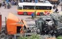 Xe tải chở đá đâm container kinh hoàng trên đường Hà Nội