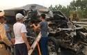 Hiện trường tai nạn xe 16 chỗ nát bét, nạn nhân kẹt trên ghế phụ