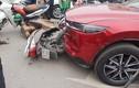Hiện trường nữ tài xế lái ôtô đâm loạt xe máy ở Hà Nội