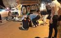 Thiếu tá CSGT bị thanh niên đi xe máy đâm gục trên đường
