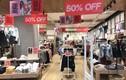 """Sale off 50%, thời trang hàng hiệu vẫn """"đìu hiu"""" ế ẩm đêm Noel"""