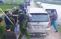 Hàng chục cảnh sát vây chặn đường xe Innova chở 45 kg ma túy
