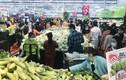 """Chen nhau mua rau củ quả ở siêu thị Hà Nội """"tích trữ"""" giữa dịch corona"""