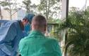 Video: Bệnh nhân 91 tự cầm bút viết bảng, ngồi xe lăn phơi nắng
