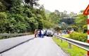 Video: Ba tài xế ẩu đả giữa đường, quốc lộ 279 ùn tắc hàng giờ