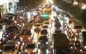 Hà Nội mưa tầm tã, đường phố ùn ứ, tắc nghẽn giờ tan tầm