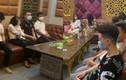 """""""Ăn"""" phạt 1 lần, karaoke Itaewon nhờn luật... tiếp tục cho khách hát giữa mùa dịch"""