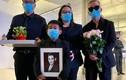 Gia đình nhận tro cốt của Phi Nhung