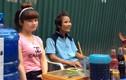 Cặp đôi bán trà đá - hát rong gây sốt mạng Việt