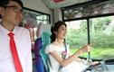 Cô dâu lái xe bus đón chú rể trong đám cưới kỳ lạ