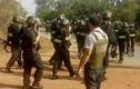 Cận cảnh hàng trăm cảnh sát ôm AK cùng xe bọc thép bố ráp kẻ xả súng ở Củ Chi