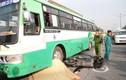 TP HCM: Xe buýt cán chết người đi bộ, tắc đường nghiêm trọng