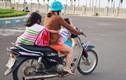 """Ngã ngửa với những kiểu chở con """"bá đạo"""" của phụ huynh Việt"""