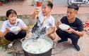 Con trai Bà Tân Vlog bị phạt nặng vì nấu cháo gà nguyên lông