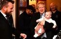 Thủ tướng Anh thừa nhận có con ngoài giá thú, thích thay bỉm