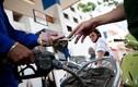 Giá xăng giảm mạnh hơn 800 đồng/lít từ 15h chiều nay