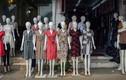 """Hàng nghìn """"chân dài"""" mô hình cực lạ ở chợ vải lớn nhất miền Bắc"""