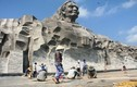 Nền tượng đài Mẹ VN Anh hùng vỡ vụn sau khánh thành