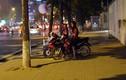 """Đủ chiêu hút khách của """"bướm đêm"""" trên phố Hà Nội"""