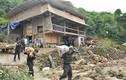 Đau đớn bới đất tìm con vì lũ quét ở Lào Cai