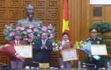 Thủ tướng Chính phủ trao huân chương hạng nhất cho Hoàng Xuân Vinh
