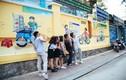 Giới trẻ SG bất ngờ với những mảng tường đầy sắc màu