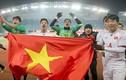 """U23 Việt Nam - U23 Uzbekistan: """"Ông đưa chân giò, bà thò chai rượu"""""""
