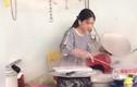 Hot girl bán bánh mướt khiến anh em xếp hàng xin làm rể xứ Nghệ