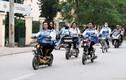 """Không đội mũ bảo hiểm, học sinh """"làm xiếc"""" với xe máy điện trên phố"""
