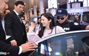 Kim Tae Hee rạng rỡ chào fan Việt khi tới Hà Nội lúc tối muộn